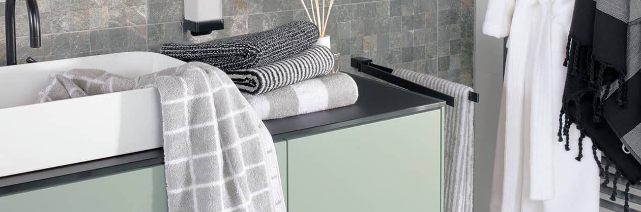 Cawö Zoom Streifen 121 - Farbe: schwarz - 97 Waschhandschuh 16x22 cm Detailbild 2