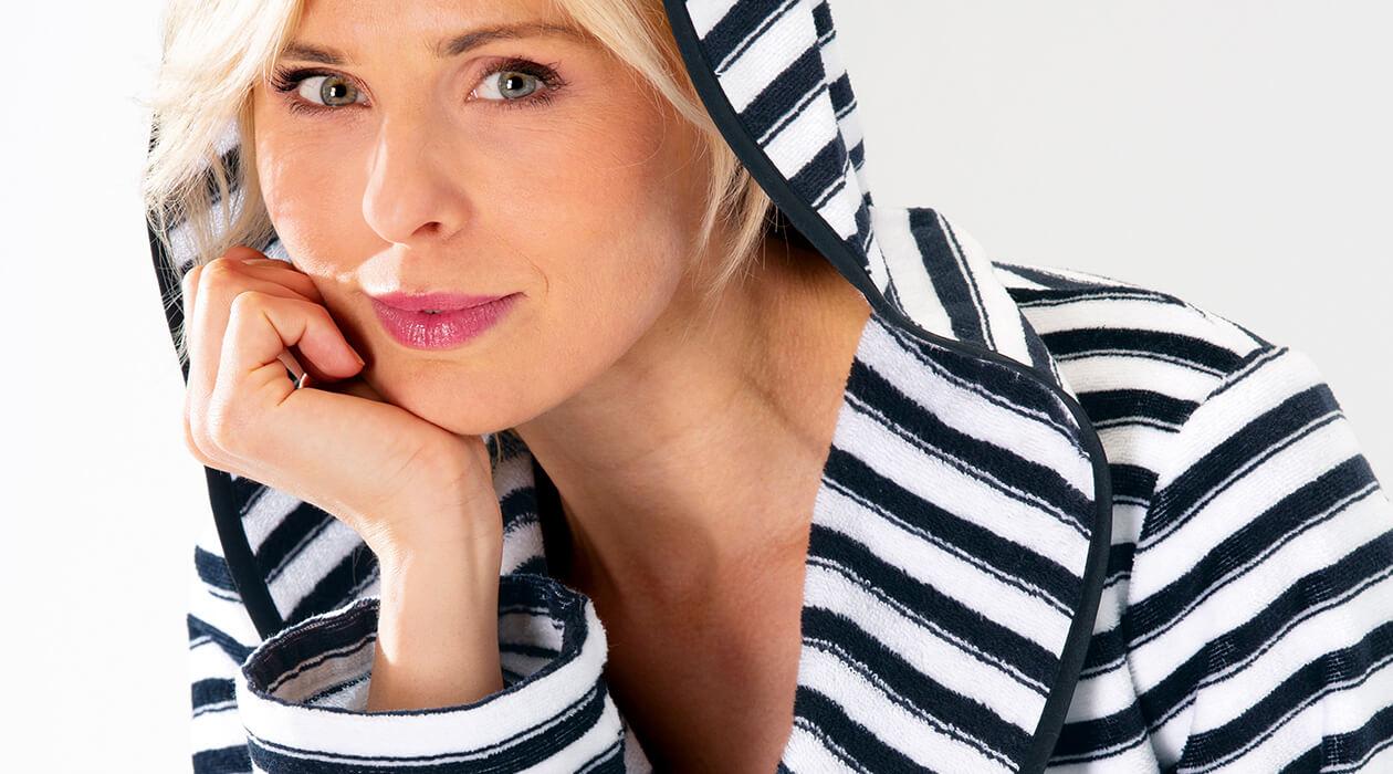 Cawö Damen Bademantel Schalkragen 6128 - Farbe: schwarz-weiß - 96 S Detailbild 3